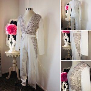 🌺 Designer  Gorgeous White Appliqué Jumpsuit